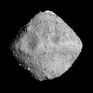Fig. 1 - L'asteroide Ryugu fotografato dalla sonda giapponese Hayabusa 2 il 24 giugno 2018 ad una distanza di circa 40 km. Crediti: JAXA, University of Tokyo, Kochi University, Rikkyo University, Nagoya University, Chiba Institute of Technology, Meiji University, Aizu University, AIST.